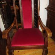 Armlehnstuhl Eiche um 1920,restauriert und neu mit Plüschsamt bezogen.59 cm breit,59 cm tief,118 cm hoch 500 €