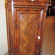 Nachtschränkchen Mahagoni um 1860 mit Marmorplatte,eine Schublade eine Tür mit zwei Einlegebretter.43 cm breit 36 cm tief 85 cm hoch 230 €