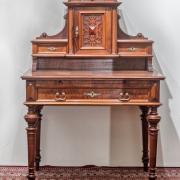 Damenaufsatzschreibtisch Nussbaum um 1890 Flachschnitzerei ausziehbare Schreibplatte 95 b 61 t 141 h 1500 €